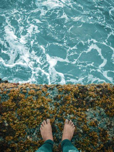 alone-daylight-feet-1586068